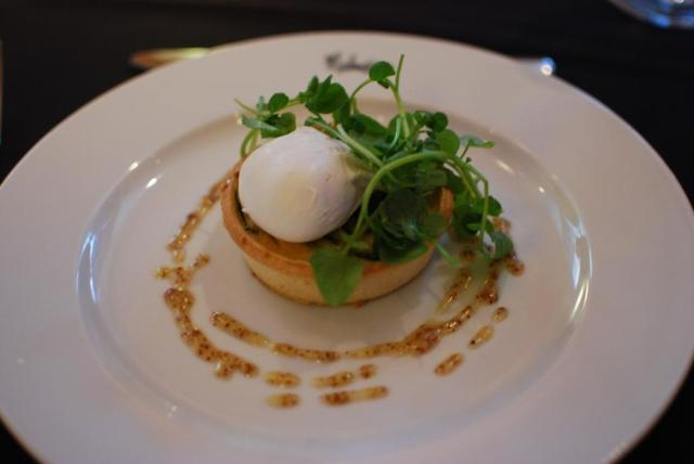 smoked haddock creamed leeks and poached egg