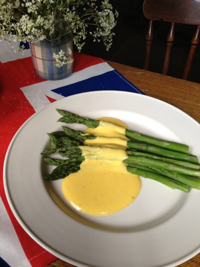 English Asparagus and hollandaise sauce